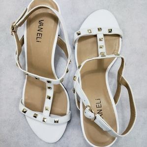 NWOB Vaneli Womens 9.5 Wide White Sandals